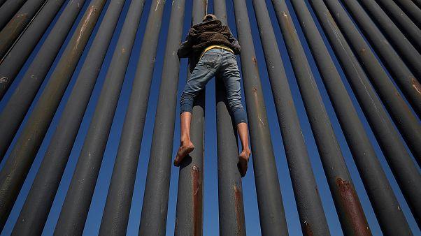 Tijuana: bomladozik a menekültkonvoj