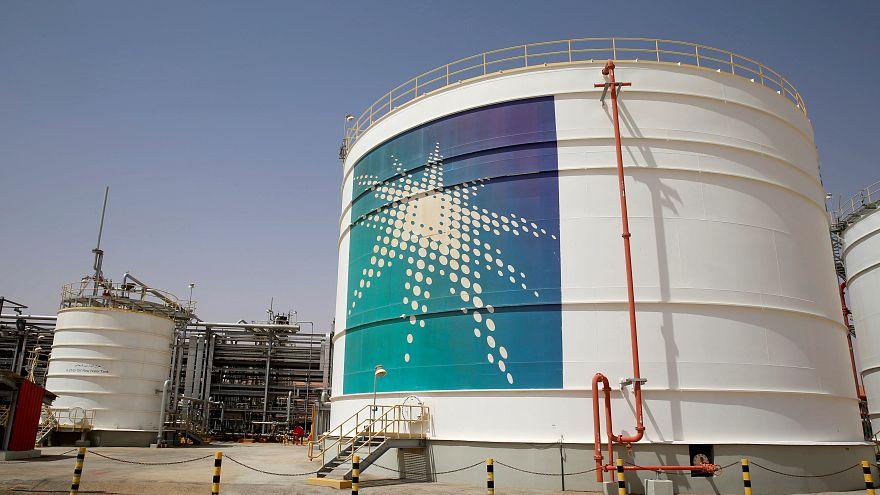 أسعار النفط تتراجع بفعل إنتاج السعودية والسوق تنتظر قمة العشرين واجتماع أوبك