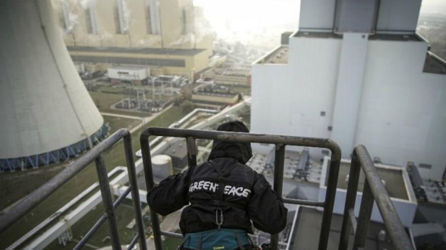 Greenpeace-akció Európa legmagasabb szénerőművén