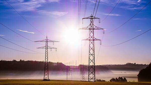 Solo tres países europeos pagan más que España por la electricidad