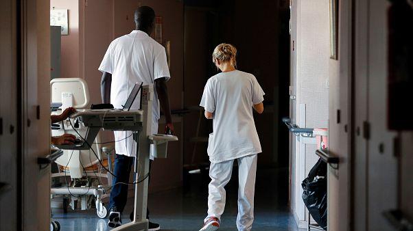 Enfermeros en un hospital francés