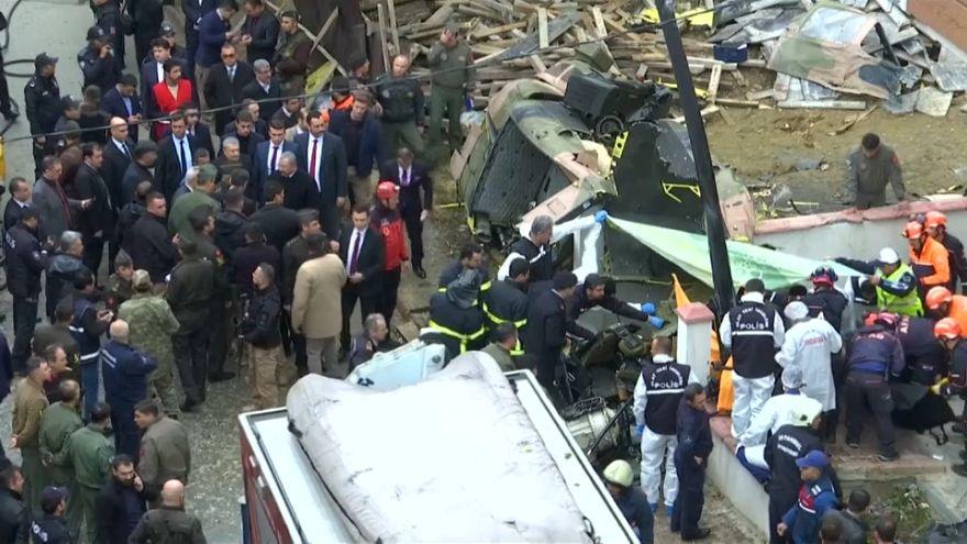 شاهد: لحظة تحطم مروحية عمارة من أربعة طوابق في اسطنبول