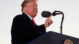 May esquiva el golpe bajo de Trump