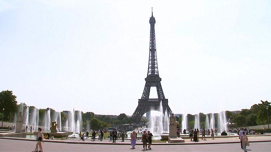 يعود تاريخ برج إيفل الشهير وسط العاصمة الفرنسية باريس لعام 1889