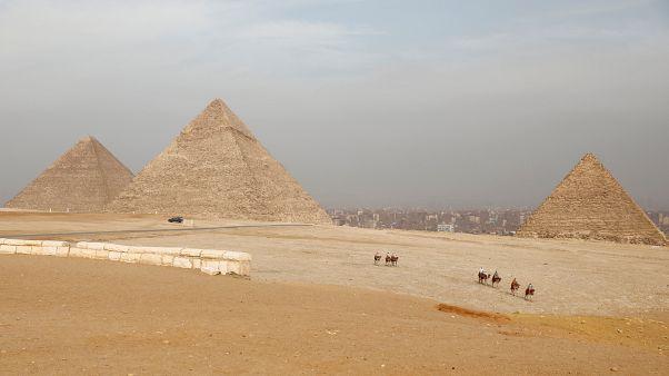 مصر تنفي إضاءة أهرامات الجيزة بألوان العلم السعودي