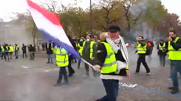 Újabb tüntetést szerveznek a sárgamellényesek