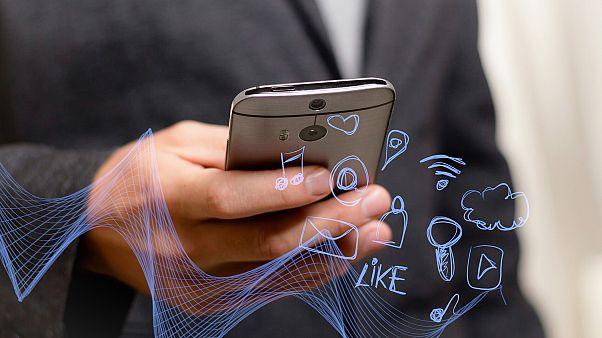 Το «κατέβασμα» μέσω κινητών είναι πολύ ταχύτερο πλέον από το Wi-Fi