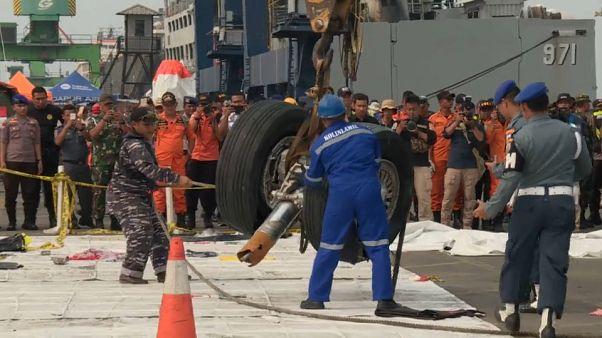 Uno dei resti del Boeing 737 max precipitato il 28 ottobre in Indonesia