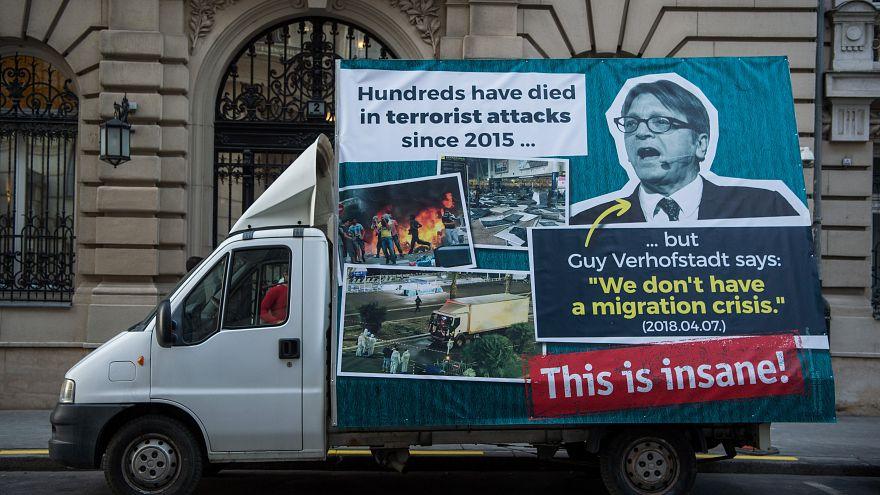 Visszavág a magyar kormány: Verhofstadtnak üzennek Brüsszelbe