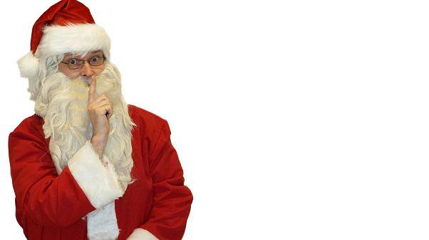 شاهد: بالون سانتا كلوس يعيق حركة المرور في قرية بريطانية