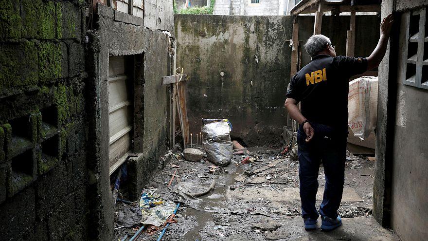 شاهد:سجن 3 من رجال الشرطة 40 عاما عقب مقتل طالب في الحرب على المخدرات في الفلبين