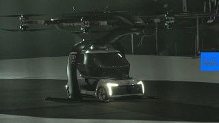 شاهد: الكشف عن نموذج أولي لسيارة أجرة طائرة ذاتية القيادة