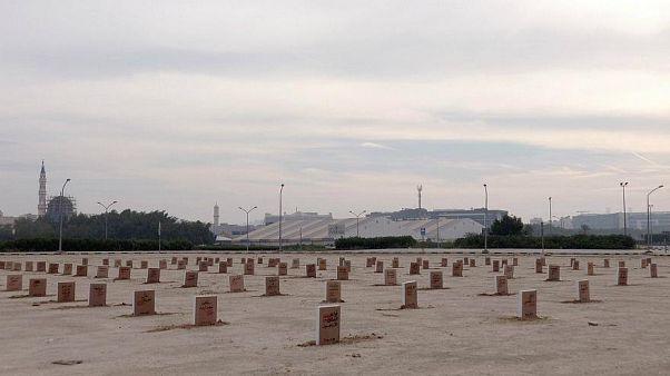 Kuwaitischer Künstler baut Bücherfriedhof als Protest gegen die Regierung