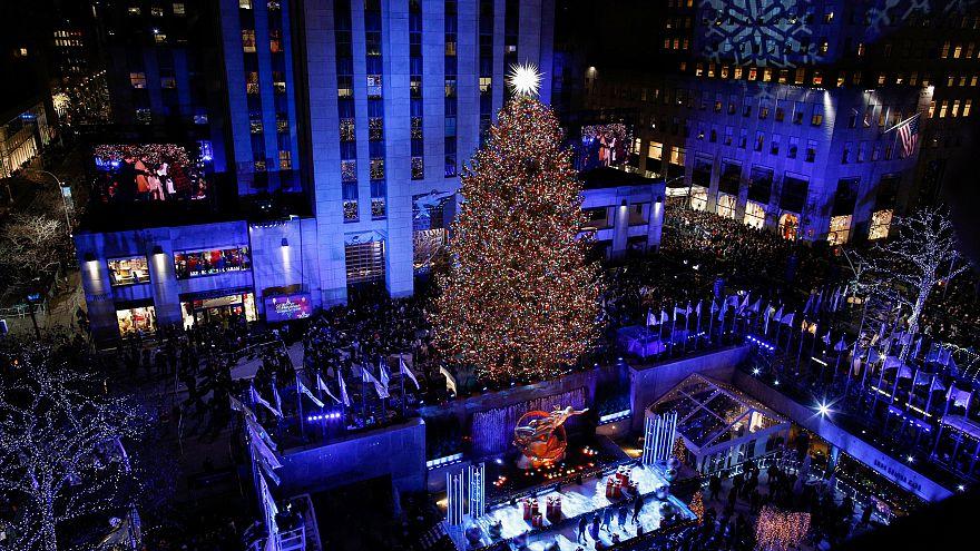 В Нью-Йорке зажглась главная ёлка США