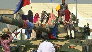 Mostra de armas no Paquistão