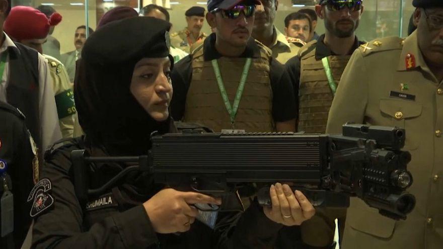 Pakistan, Uluslararası Savunma Fuarı'nda yüksek teknoloji silahlarını sergiledi