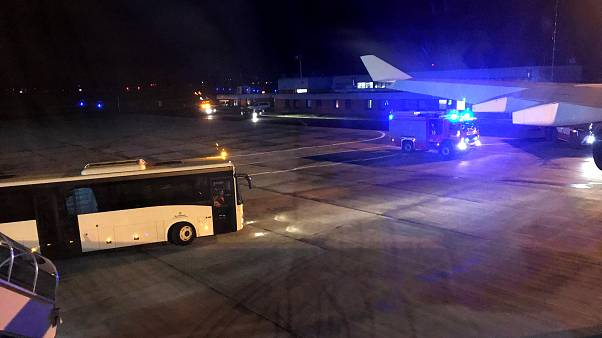 Almanya Başbakanı Merkel'in uçağı G20 yolunda arızalanarak acil iniş yaptı