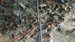 شاهد: العثور على رفات أكثر من 230 شخصا وسط مقبرة جماعية في سريلانكا