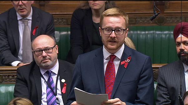 Bevallotta egy brit képviselő, hogy HIV-pozitív