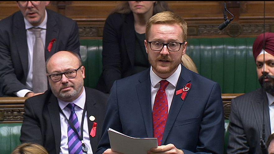 Video | İngiliz milletvekili mecliste HIV virüsünü taşıdığını açıkladı