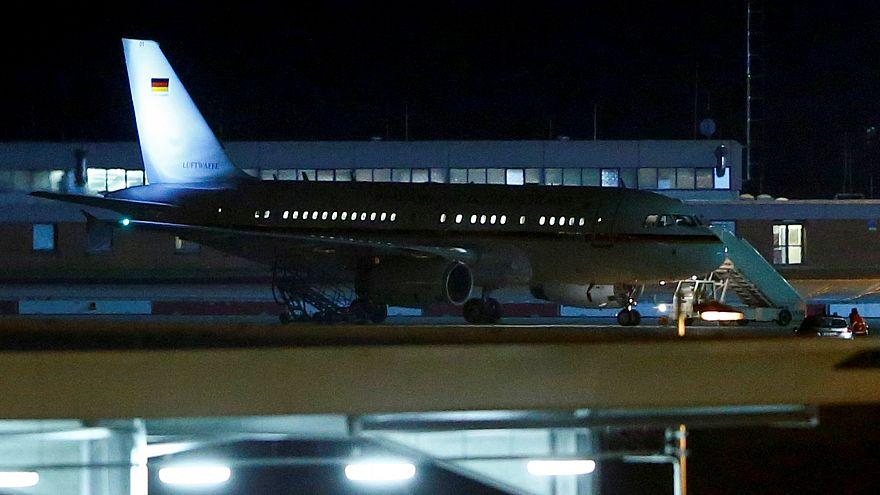 Almanya Başbakanı Merkel Arjantin'e tarifeli uçakla gitti