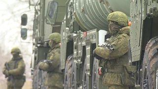 Ucrania prohíbe la entrada en el país de hombres rusos adultos