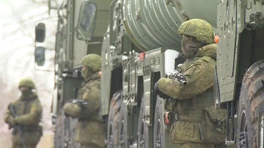 Η Ουκρανία απαγορεύει την είσοδο σε Ρώσους