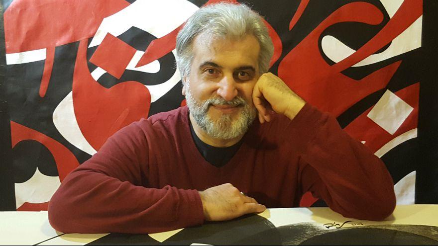 بهمن پناهی به یورونیوز: خوشنویسی انسانیترین هنرهاست