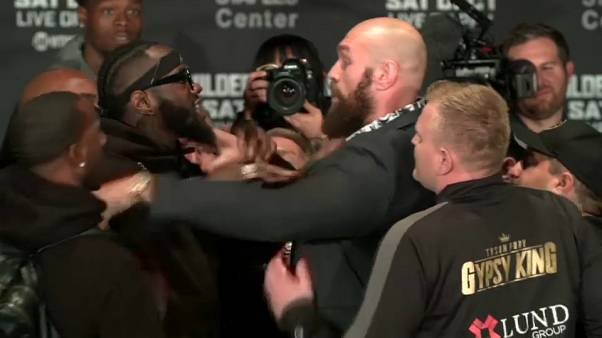 Boxe: Fury-Wilder già sul ring (in conferenza stampa)
