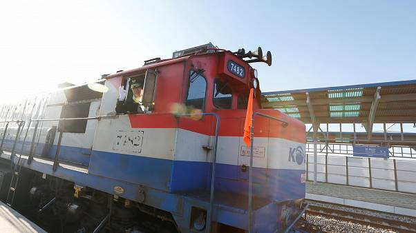 Erster Zug seit zehn Jahren fährt von Süd- nach Nordkorea