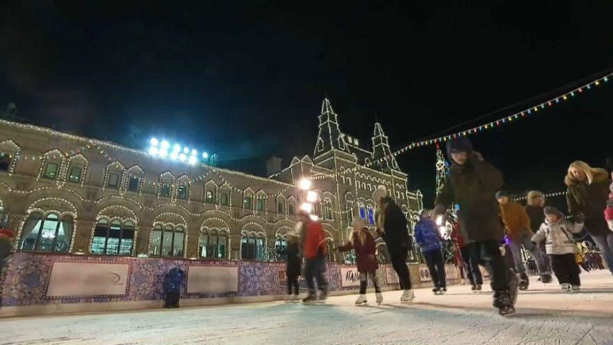 La Navidad llega a la Plaza Roja en Moscú