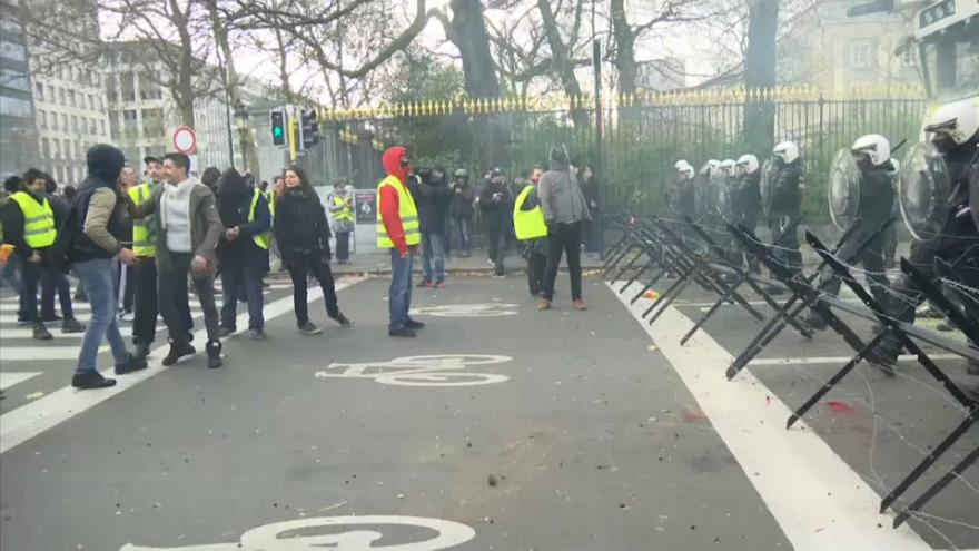 Gewalt und Zerstörung bei Gelbwesten-Demo in Brüssel