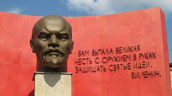 """جدل حول نقل جثمان لينين المحنط من قلب موسكو لأنه """"يؤذي المشاعر الدينية"""" لأتباعه"""