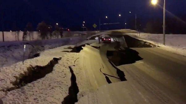 شاهد: زلزال عنيف يضرب ألاسكا ويتسبب في خسائر كبيرة