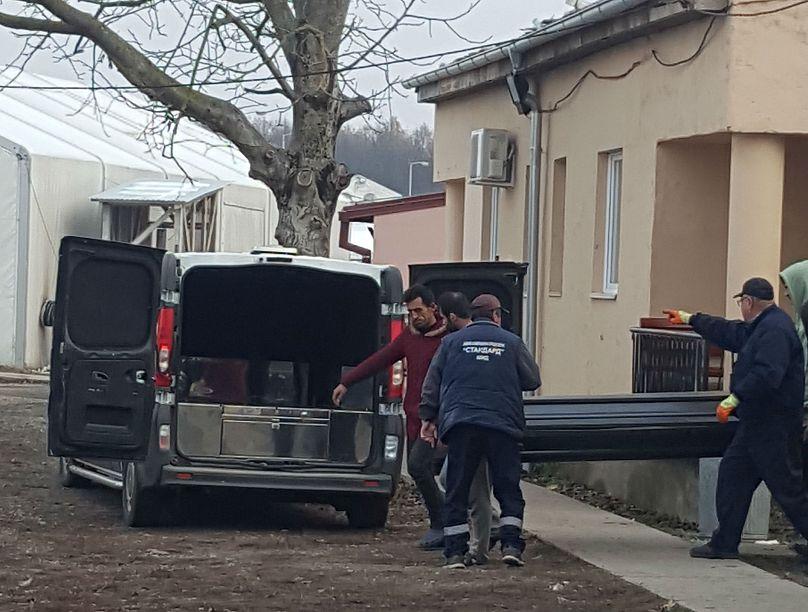 Risultati immagini per یک پناهجوی ایرانی صبح شنبه در اردوگاهی در خاک صربستان از سرما یخ زد و جان خود را از دست داد.