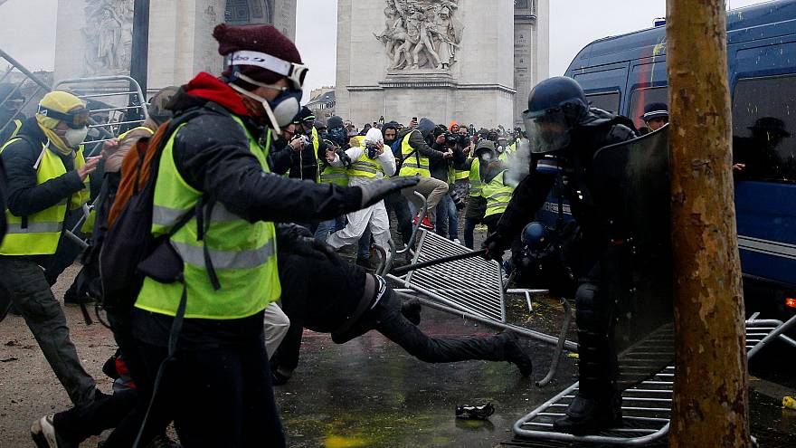 Επεισόδια στο Παρίσι κατά την διαδήλωση των «Κίτρινων Γιλέκων»