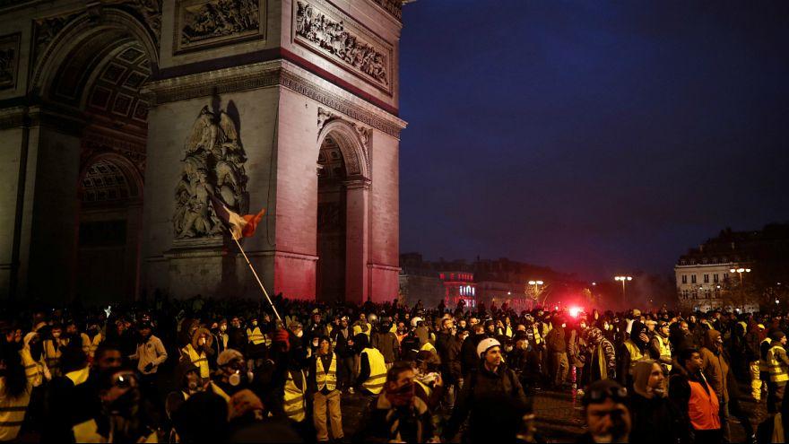 شنبه سیاه پاریس؛ صدها تن در «شورش» جلیقه زردها زخمی شدند