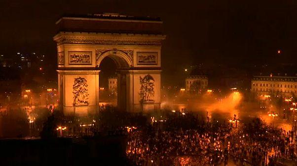 Sárgamellényes csatatér Párizsban