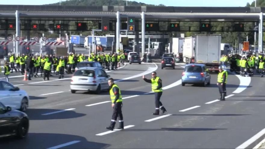 Yellow vest protests close tunnel on French-Italian border