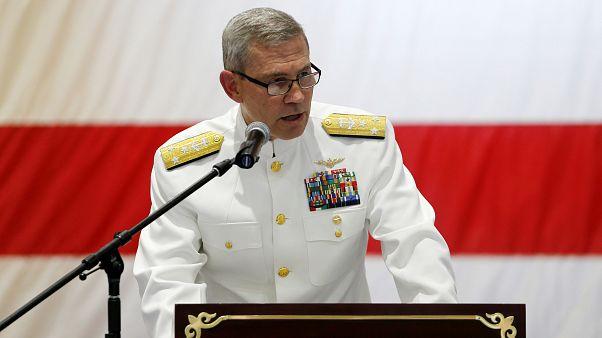 هل أقدم قائد البحرية الأميركية بالشرق الأوسط وقائد الأسطول الخامس بالبحرين على الانتحار؟