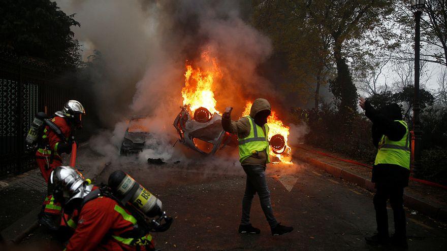 Fotoğraflarla 'Sarı Yelekliler'in Paris protestoları