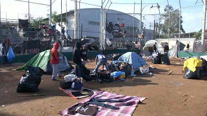 Új helyre költöznek a Mexikóban rekedt migránsok