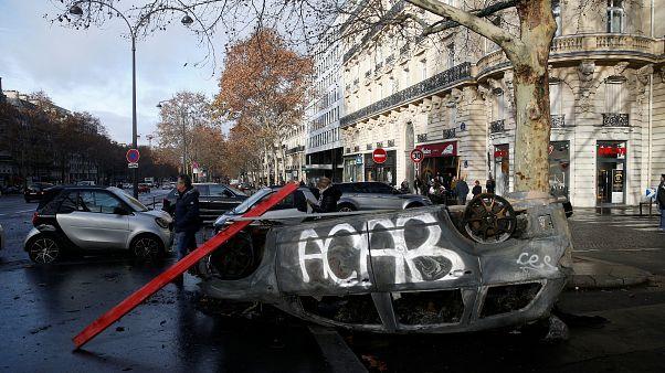 """Certains """"gilets jaunes"""" ont la rage contre Macron et se radicalisent"""