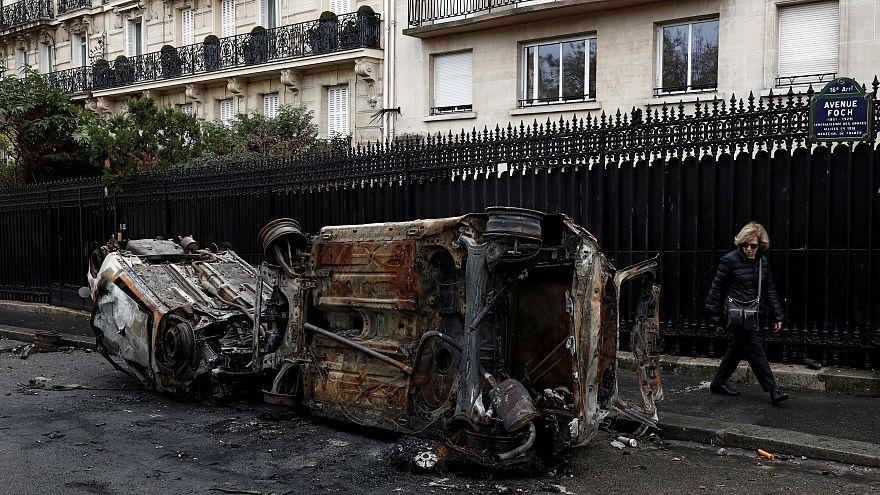 خیابانهای حومه شانزهلیزه؛ یک روز پس از تظاهرات خشونتبار جلیقه زردها
