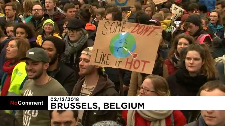 Clima junta milhares de manifestantes em Bruxelas