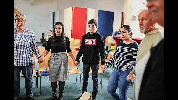 Folyamatosan istentiszteletet tartanak egy menekült családot védve egy holland templomban