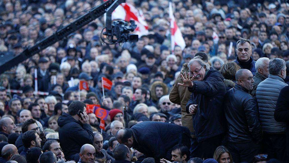Сторонники Вашадзе протестуют против итогов выборов в президенты Грузии