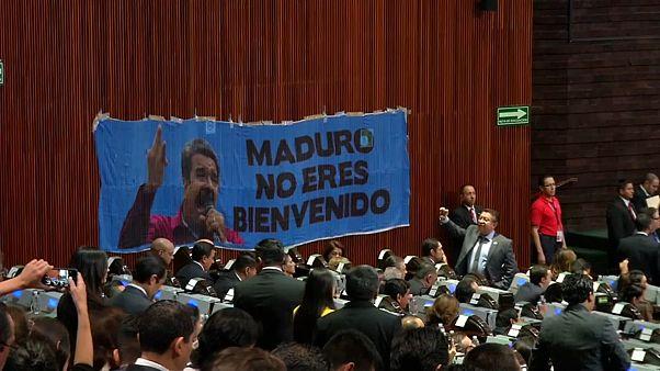 Nicolas Maduro conspué au Parlement mexicain