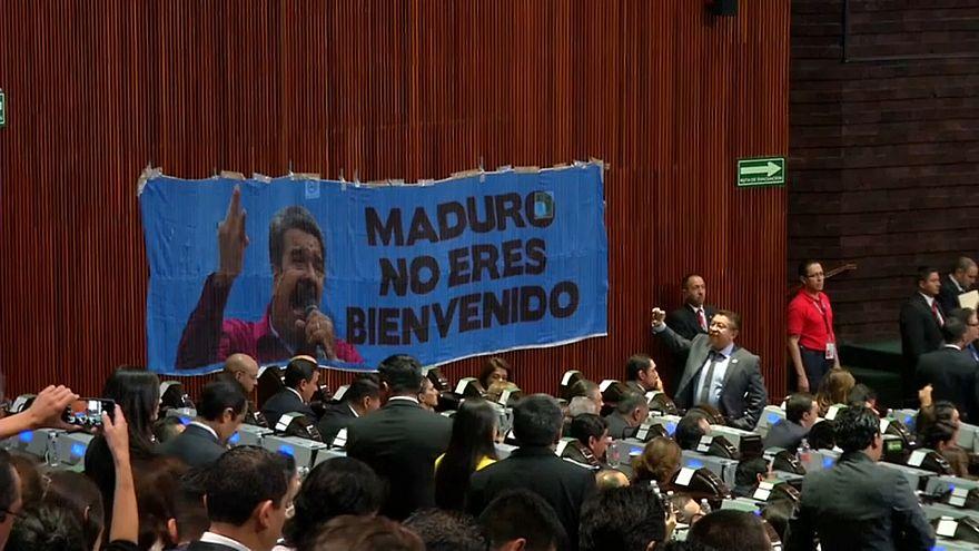 """""""Nicht willkommen"""": Protest gegen Nicolás Maduro im mexikanischen Parlament"""