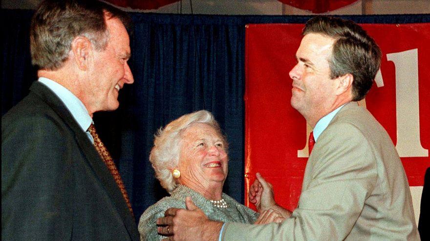 Former President George Bush (L), wife Barbara and son Jeb Bush